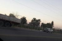 No alcanzó a frenar y chocó con un camión: los salvó el airbag