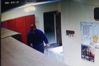 Lo escracharon: robó en una iglesia de Media Agua y difunden su imagen