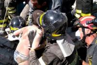 Rescataron a dos niños atrapados tras el sismo que dejó dos muertos en Italia