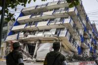 Ascienden a 61 los muertos por el terremoto en México