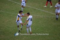 Colón goleó al puntero Trinidad