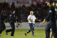 Abuela bilardista: fingió un desmayo para clasificar a Panamá