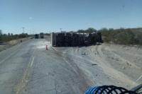 Fuerte choque entre un camión y una camioneta en Sarmiento