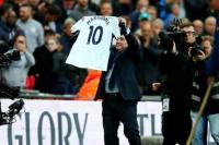 Maradona fue ovacionado por una multitud en Wembley
