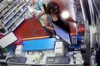 Mujer detenida: pagó por el medicamento, pero robó preservativos