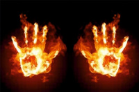 Poner las manos en el fuego: de dónde viene el dicho al que aludió Julio De Vido