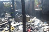 Un feroz incendio dejó sin nada a una familia caucetera