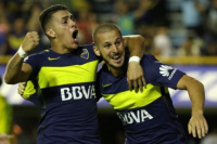 Lejos de Boca, Benedetto y Pavón posaron las camisetas de sus equipos