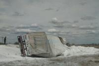 Gran vuelvo de un camión que transportaba cal en El Encón
