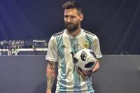 Messi brilló en la presentación de la camiseta y pelota de Mundial