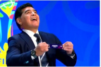 Maradona y siete ex jugadores estarán presente en el Sorteo del Mundial