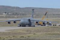 Estados Unidos envió su avión de transporte más grande para colaborar en la búsqueda del ARA San Juan