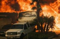 Incendio descontrolado: más de 200 mil evacuados en California