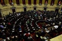 Tras 12 horas de debate y una batalla campal, aprobaron la reforma previsional
