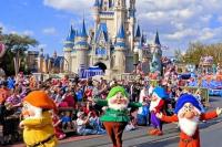 Miles de turistas fueron evacuados por un apagón en Disneyland