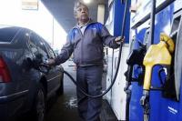 YPF aumenta 3% las naftas, un escalón por debajo de sus rivales