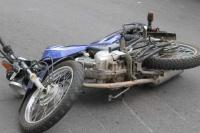 Perdió el control de su moto y cayó de lleno al asfalto: está en grave estado