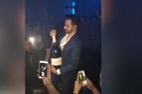 Para matarse: gastó 42 mil dólares en una botella de champagne y se le cayó al piso