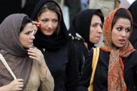 Irán: 30 mujeres fueron detenidas por quitarse el velo en público