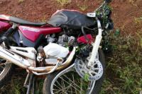 Un joven murió al impactar su moto contra un árbol