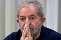 Lula pasó la noche en una sede sindical y se entregaría hoy después de ir a misa