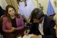 Uñac firmó un convenio con empresas de EEUU interesadas en energías fotovoltaicas
