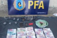 Encuentran drogas y dinero en una serie de allanamientos en Capital