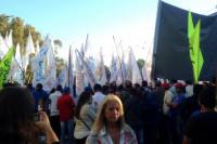 Las militancias del PJ coparon las afueras de la Legislatura