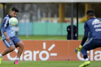 Aguero y Mascherano encabezando los primeros entrenamientos en Ezeiza