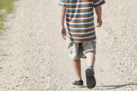 En plena persecución, policías encontraron a un nene solo y se lo llevaron