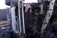 Un camionero logró salir ileso de un terrible vuelco