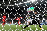 Kane rescató a Inglaterra sobre el final
