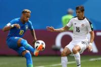 En tiempo de descuento, Brasil encontró el gol ante Costa Rica y puso un pie en octavos