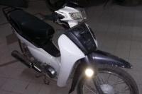 Detuvieron a una pareja que viajaba en una moto robada