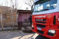 Cortocircuito en un aire acondicionado provocó un incendio en una casa de Rawson