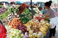 La feria de Capital lanzó una oferta semanal en la compra de un bolsón de frutas y verduras