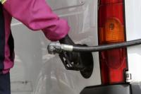 Axion baja los precios de las naftas por la caída del dólar