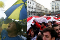 Hinchas de Boca y River realizaron banderazos en la previa de la Superfinal