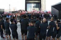 El plantel de River salió del hotel para saludar a los hinchas
