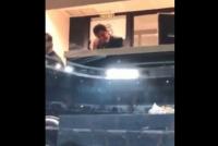 Gallardo mira el partido desde un palco