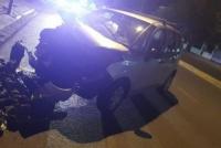 Perdió el control de su camioneta y se estrelló con un cartel