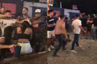 Escándalo en un club nocturno tras una pelea de hombres y mujeres