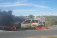 Un automóvil se incendió en Ullum: no hubo ningún herido
