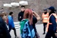Escándalo en el 8M: feministas denuncian a joven provida por agresión física y verbal