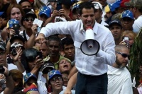 Desde la embajada argentina en Venezuela, Juan Guaidó le agradeció el respaldo a Mauricio Macri a través de un video