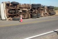 Volcó un camión en la Ruta 141: no hay muertos