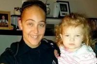 Una nena murió en un patrullero: su mamá la dejó encerrada para tener relaciones con su jefe