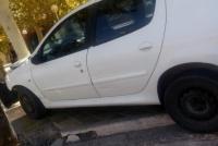 Caucete: impactó contra el árbol de una plaza tras perder el control de su auto