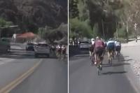 Filmó una muy peligrosa maniobra que involucra a una camioneta y varios ciclistas
