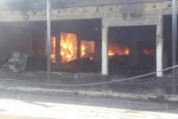 Brutal incendio consumió por completo una mueblería en Valle Fértil